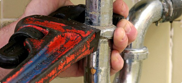 how to fix a cracked water pipe
